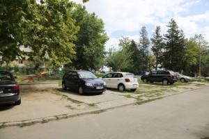 Locuri de parcare vecinatate magazin